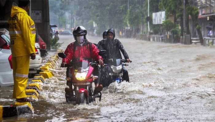 Torrential rains continue to lash Mumbai, IMD forecasts 'very heavy rains'