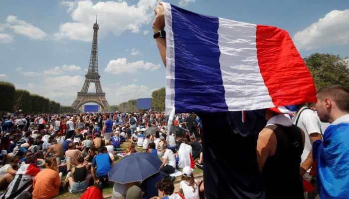 Paris fanzone fills with 90,000 willing 'Les Bleus' to World Cup victory