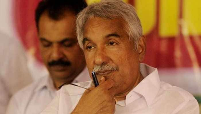 Oommen Chandy attacks BJP over attack on Shashi Tharoor's office, says 'India descending into chaos'