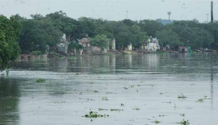 Yamuna touches 'warning' level, emergency teams on alert in Delhi