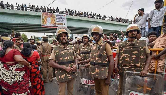 Two dead, 33 injured in stampede outside Rajaji hall in Chennai ahead of Karunanidhi's funeral