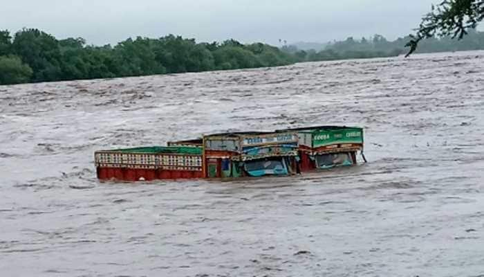 Heavy rains in central Gujarat, floods in low-lying area