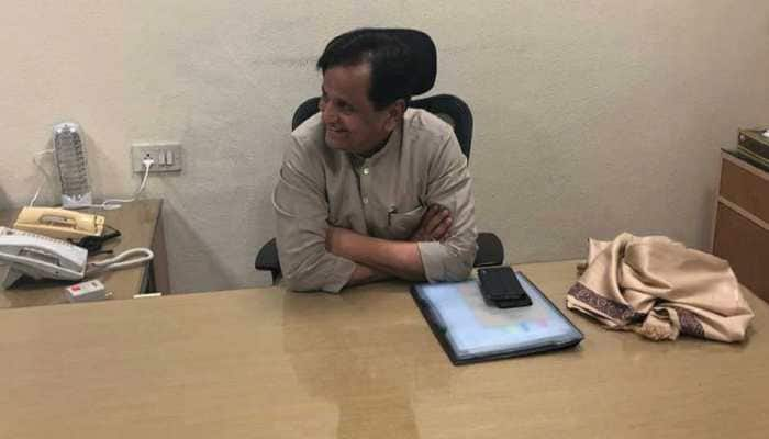 Ahmed Patel takes charge as Congress party treasurer from Motilal Vora