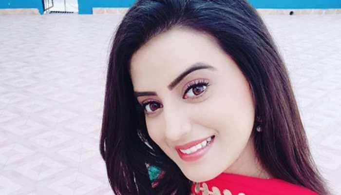 Akshara Singh plays with expressions on 'Tu Tu Hai Wahi' song—Watch