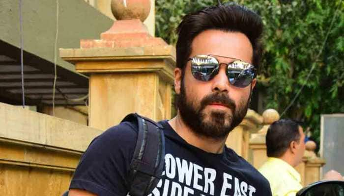 Emraan Hashmi spotted at Bandra, looks cool in a graphic tee