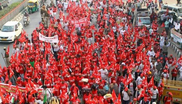 Ayodhya nahi, karz maafi chahiye: Farmers' chant echo during Kisan Mukti March in Delhi
