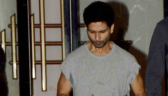 Shahid Kapoor gets snapped after work-out session, is all smile for paps — See pics