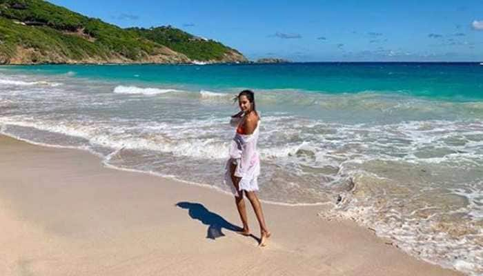 Lisa Haydon turns up the heat in a bikini-See pic