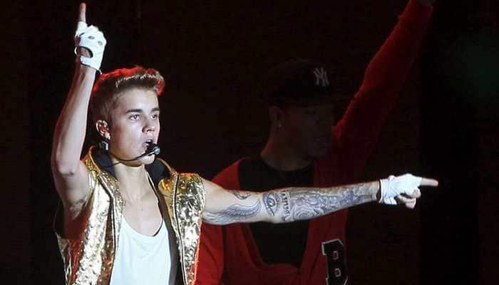 Justin Bieber serenades Hailey Baldwin