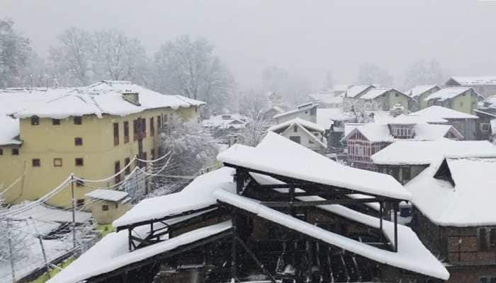 Heavy snowfall in Kashmir Valley; Jammu-Srinagar National Highway closed, power supply cut