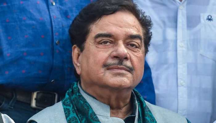 Despite warning from party, Shatrughan Sinha fires fresh salvo at BJP, says 'Kolkata rally was aimed at saving democracy'
