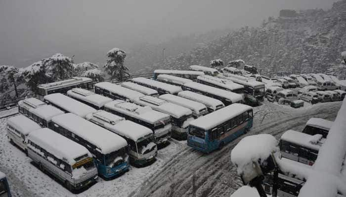 70 students rescued after buses got stuck in heavy snowfall near Kufri in Himachal Pradesh