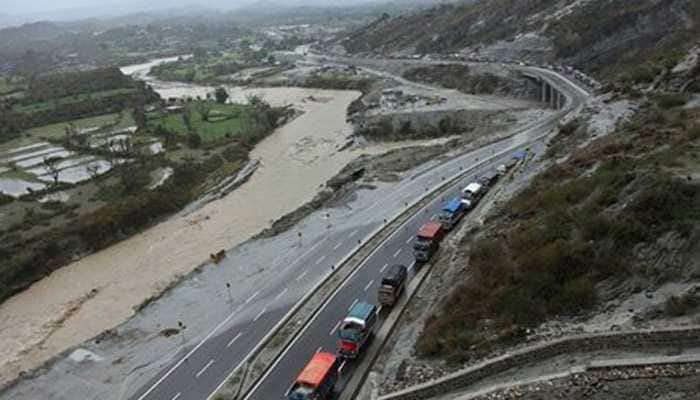 One-way traffic restored on Jammu-Srinagar Highwway