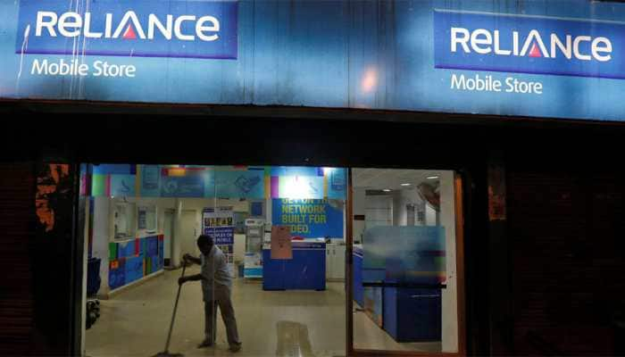 RCom plunges to record low after approaching bankruptcy court