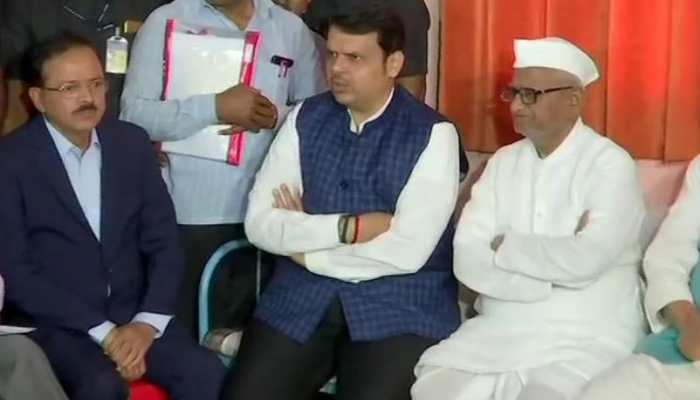Maharashtra Chief Minister Devendra Fadnavis meets Anna Hazare as his indefinite fast enters seventh day