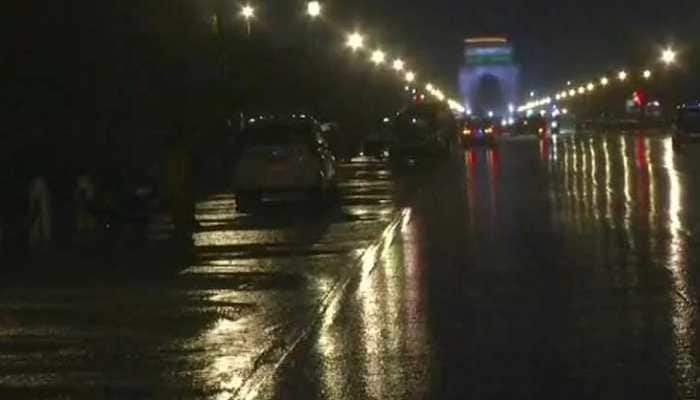 Rain lashes Delhi-NCR, causes traffic snarls at several places