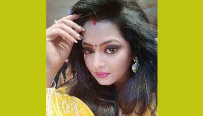 Bhojpuri hotcake Anjana Singh shares photo on Rose Day, looks ravishing