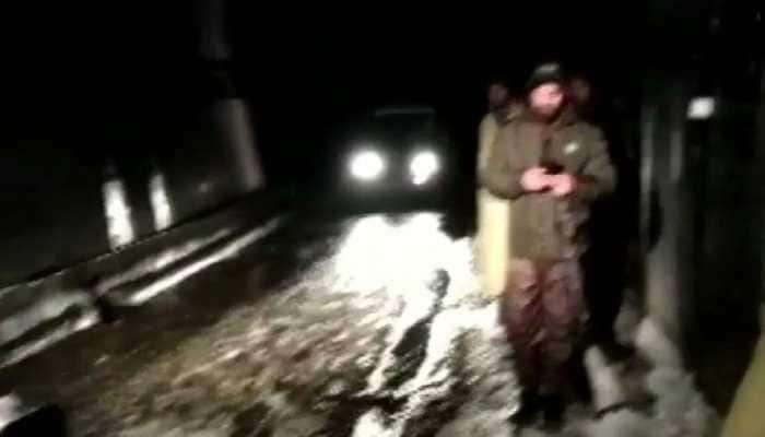 Jammu and Kashmir: Snow, strong wind deter rescue teams from reaching avalanche site in Kulgam