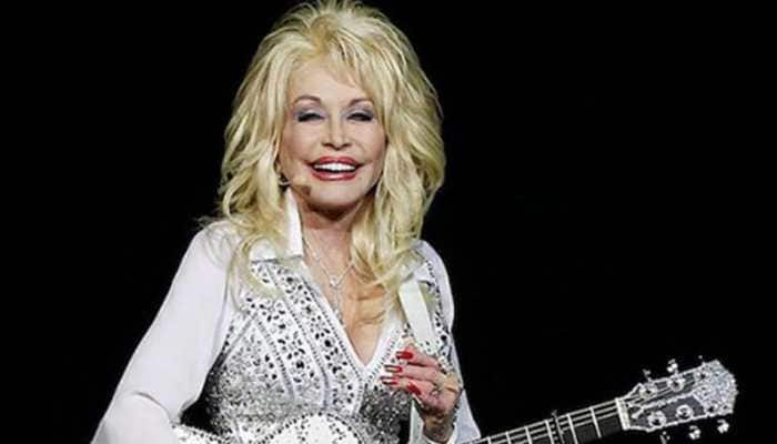 Dolly Parton rocks her own tribute performance at Grammys