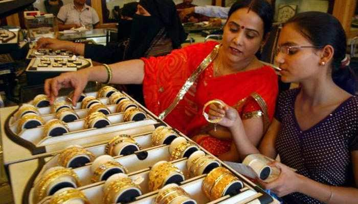 Gold prices fall by Rs 55 to Rs 34,225 per 10 gram