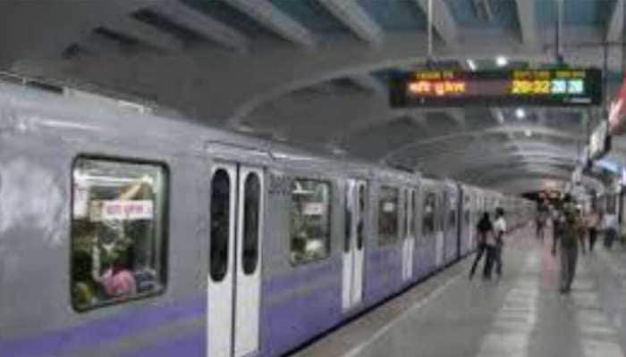 Metro train stuck in Kolkata, services hit