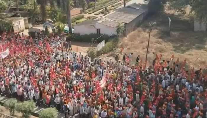Kisan long march kicks off a day after scheduled; thousands march towards Mumbai