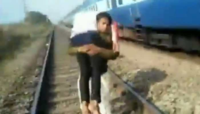 Constable runs at least a kilometre carrying injured man on shoulder, saves life: Watch