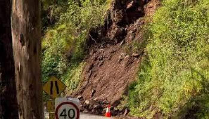 Jammu-Srinagar National Highway remains closed for third day