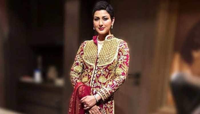 Sonali Bendre stuns in red Abu Jani-Sandeep Khosla attire at Akash Ambani-Shloka Mehta wedding reception—See pics