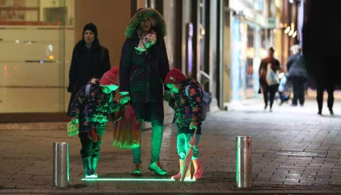 Israel: Tel Aviv tries out new crosswalk lights for cellular addicts