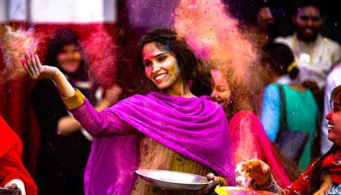 Holi 2019: Best WhatsApp, text and Facebook messages for your loved ones