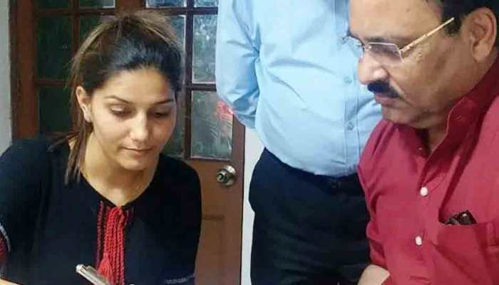 Singer-dancer Sapna Chaudhary denies joining Congress, photos tell different story