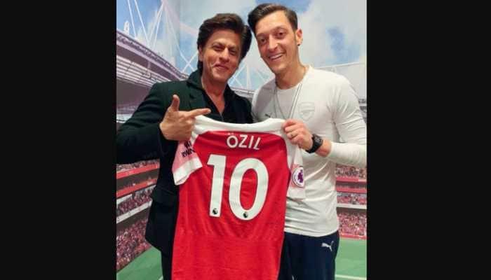 Shah Rukh Khan's picture with footballer Mesut Özil goes viral on social media