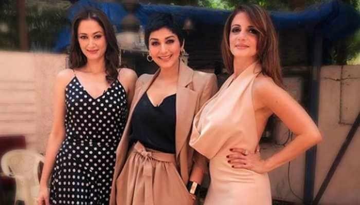 Sonali Bendre looks gorgeous in her new avatar, poses with BFFs Sussanne, Gayatri Joshi—See pics