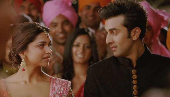 Deepika Padukone kisses Ranbir Kapoor after winning big at Zee Cine Awards,video goes viral