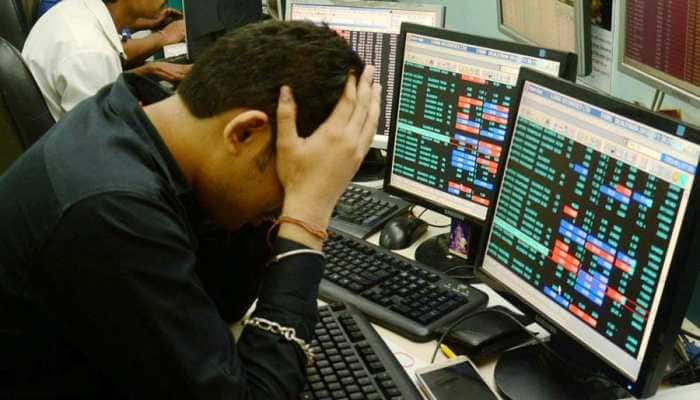 Sensex cracks 495 points on crude oil woes