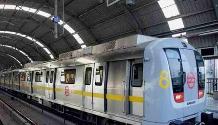 MCD staffer attempts suicide by jumping onto Metro track