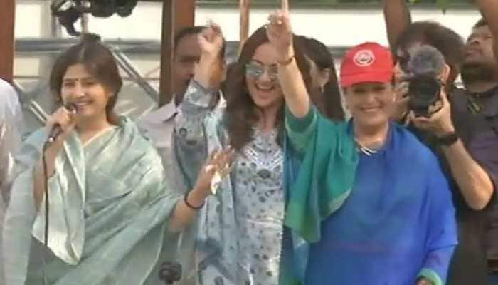 Sonakshi Sinha adds stardust to mother Poonam Sinha's roadshow in Lucknow