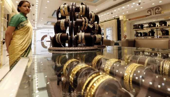 Gold prices remain flat; silver gains Rs 380 on increased offtake