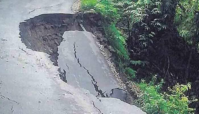 Landslides force Jammu-Srinagar highway to close