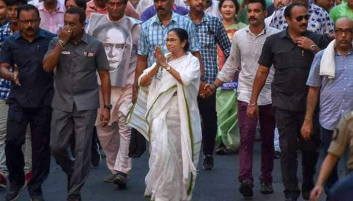 Mamata Banerjee govt appoints 5-member committee to probe Vidyasagar statue vandalism