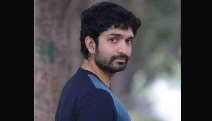 Uncomfortable filming kissing scenes in 'Seven', says Harish