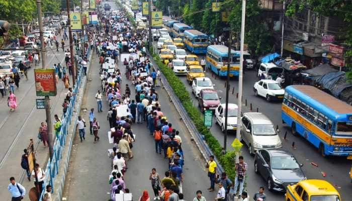 Over 460 doctors resign in Bengal as protests intensify across nation, Centre seeks Mamata's intervention