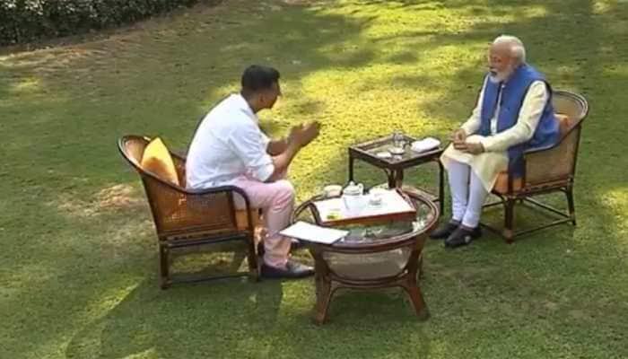 PM Modi praises Akshay Kumar's septuagenarian mother for practising yoga