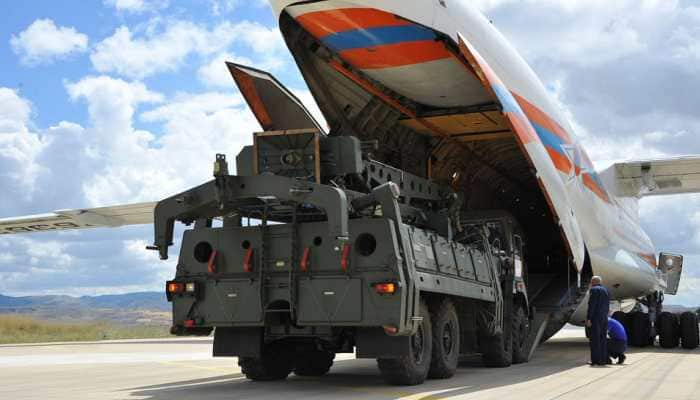 Footage of first set of Russian missile system S-400 being delivered to Turkey released online
