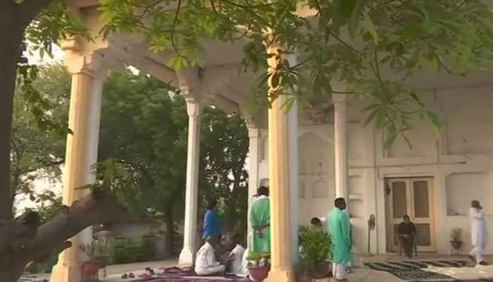 Sonbhadra massacre: Priyanka Gandhi Vadra spends night in detention, Congress workers protest