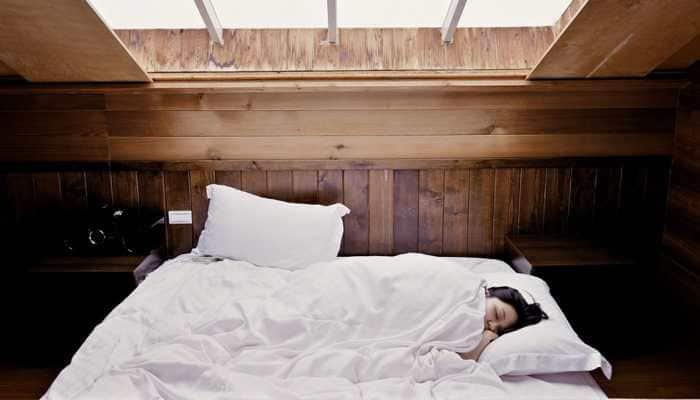 Take hot bath 90 minutes before bedtime for super sleep