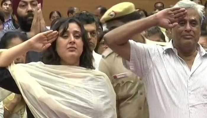 Sushma Swaraj's husband, daughter salute her before her final journey