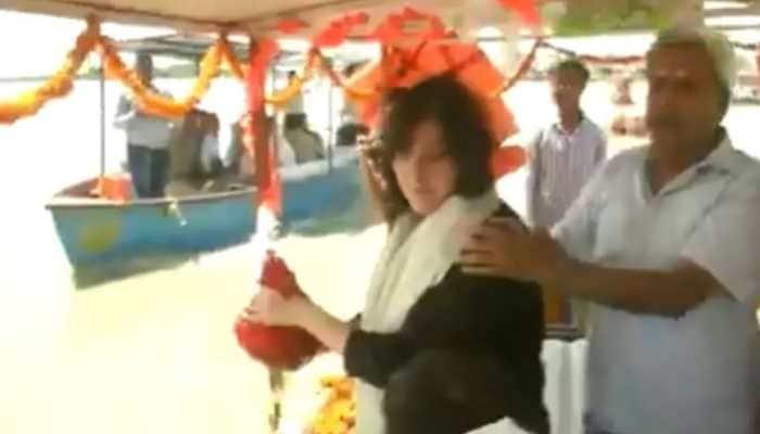 Emotional daughter Bansuri Swaraj immerses Sushma Swaraj's ashes in River Ganga