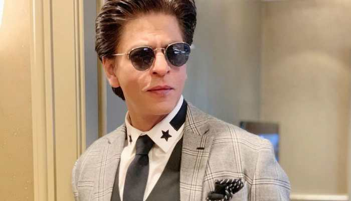Shah Rukh Khan dances to 'Chaiyya Chaiyya' and 'Apna Time Aayega' to loud cheers from the audience in Melbourne